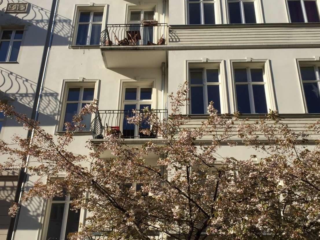 edle altbau wohnung in berlin prenzlauer berg mit aufzug und balkon. Black Bedroom Furniture Sets. Home Design Ideas